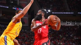 James Harden se lució en la victoria de Houston ante los desmejorados Warriors