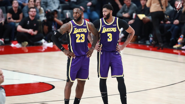 Anthony Davis y LeBron James ampliaron la racha de triunfos de Los Angeles Lakers en la NBA