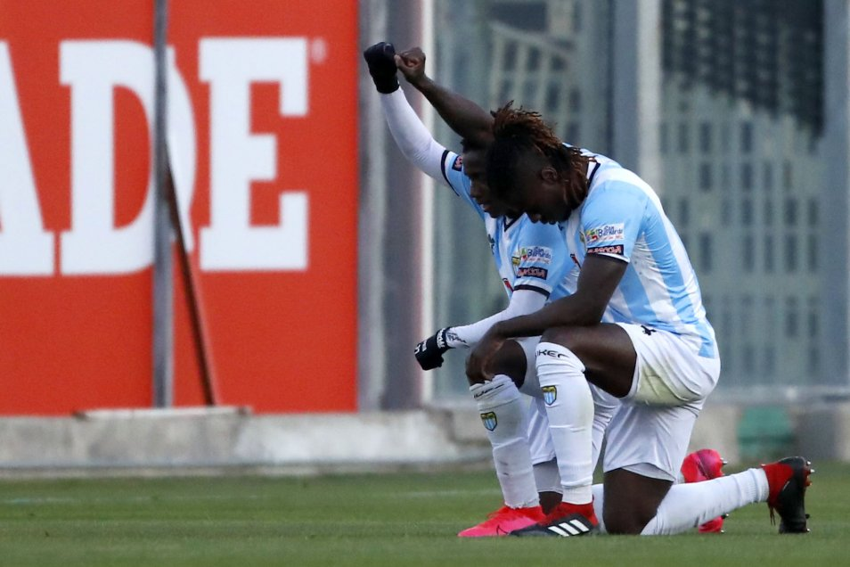 Fotos] Yorman Zapata celebró gol de Magallanes ante Barnechea con simbólico  gesto contra el racismo - AlAireLibre.cl